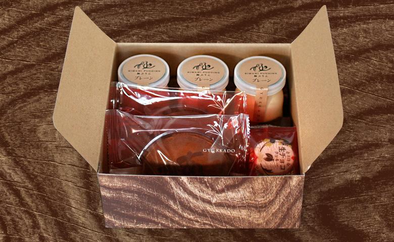 1箱にお菓子をまとめたギフト箱