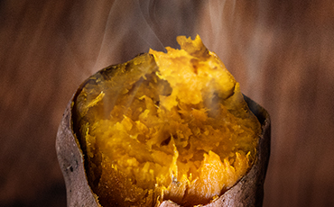 糖度が高く、なめらかな食感の安納芋を使用